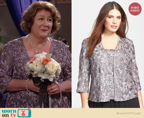 Carol's rosette embellished jacket and top on The Millers.  Outfit Details: http://wornontv.net/39252/ #TheMillers