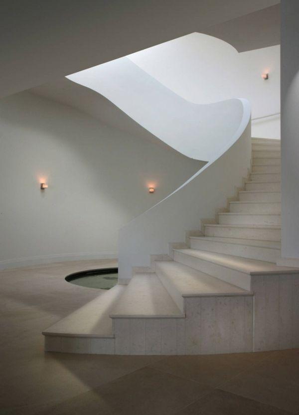 exklusive luxusvilla in miami mit weißer spindeltreppe