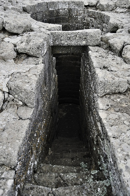 Nuragic Sacred Well    Nuragic sanctuary of Santa Vittoria  Serri - Central-southern Sardinia