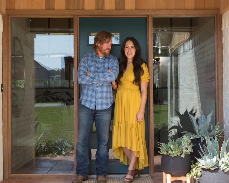 At long last, Jo's sister Mikey and brother-in-law David are moving back to Waco with their five kids. With a few design tweaks, the property Chip and Jo have just started to flip—in a great neighborhood and Waco's best school district—happens to be perfect for their extended family. This project is Fixer Upper's most personal one yet, and a true labor of love.