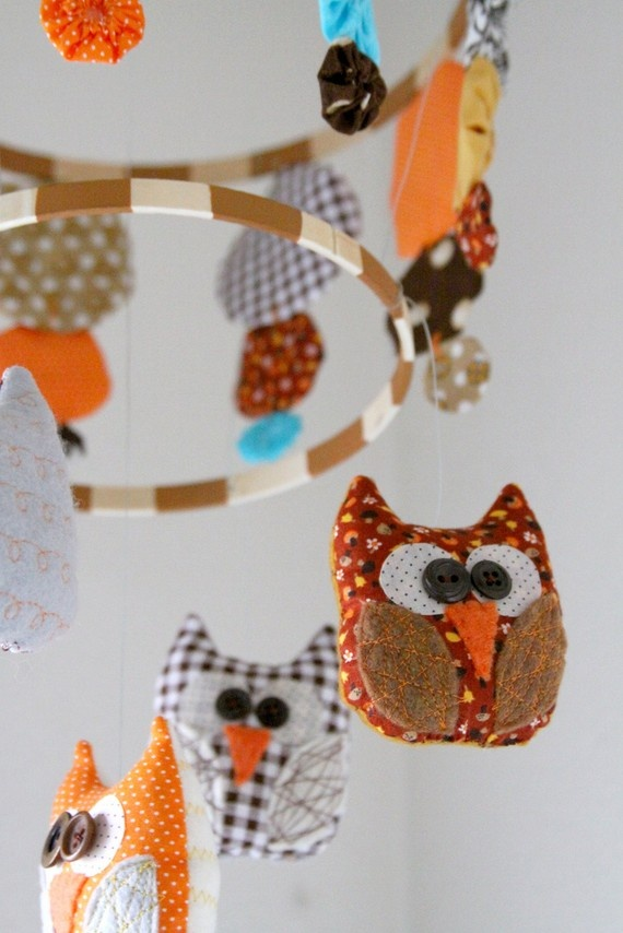For em- cant help but repin owl baby stuff when i see it :) Love the yo-yo owl mobile