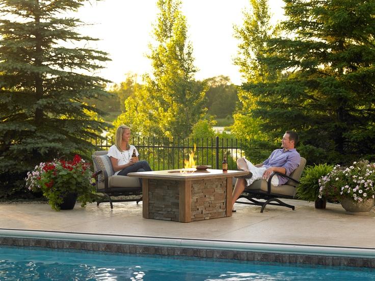 Die besten 25+ Outdoor fire pit table Ideen auf Pinterest - eine feuerstelle am pool