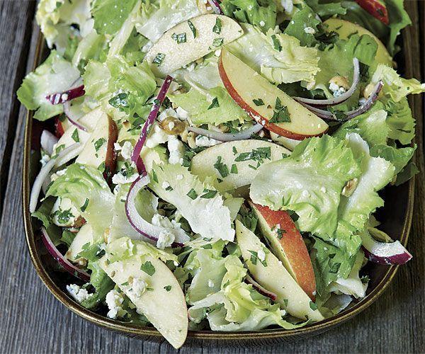 Salata cu mere, branza cu mucegai si alune - www.Foodstory.ro