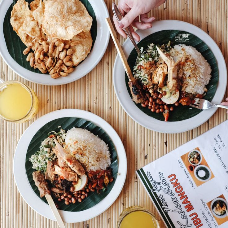 Nasi Ayam Kedewatan Ibu Mangku is one of the best local food you should try in Ubud, Bali which is famous among locals and tourist!  Read more on http://bit.ly/nasiayamibumangku?utm_campaign=coschedule&utm_source=pinterest&utm_medium=Mullie%20Marlina
