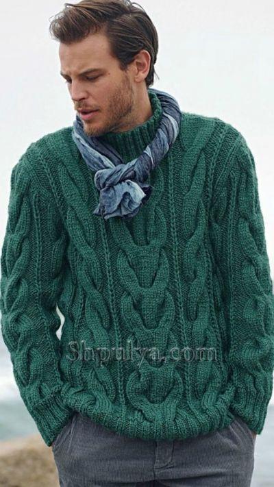 Зеленый мужской свитер с узором из кос