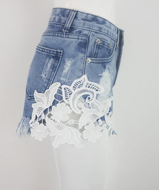 Women's Flower Pattern Lace Patchwork Denim Shorts