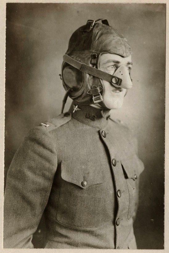 Un masque d'oxygène pour aviateur de la Première Guerre Mondiale - La boite verte