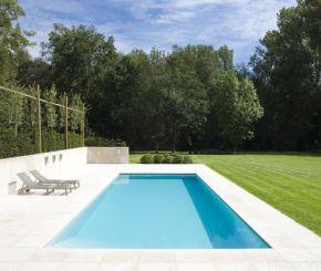 onderloop zwembad, betonnen zwembad bekleed met grijze mozaïek ‹ De Mooiste Zwembaden