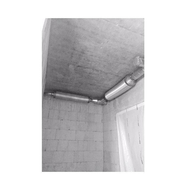 Zur Zeit Sind Die Installateure Vor Ort In Ot14 Die Luftungsleitungen Und Auch Die Betondecke Bleiben Sichtbar Ich Finds Voll Schon Hausbauchal Instagram