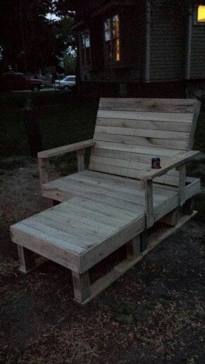 Pallet chair with a chaise made with 4 pallets
