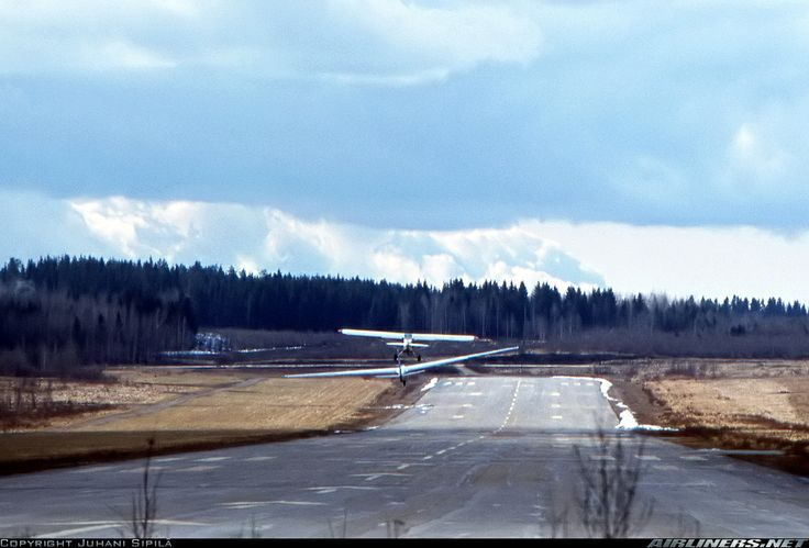 Piper Super Cub (OH-CPN) towing an unidentified glider from Tampere-Härmälä (EFTA) rwy 27 in 1979.
