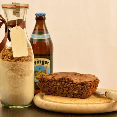 Backmischung im Glas: Bier-Brot