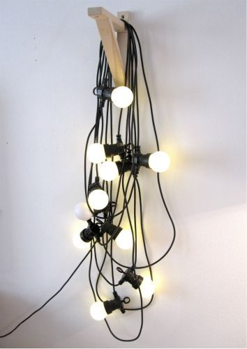 lampor girlang inredning inspiration konsoll på väggen