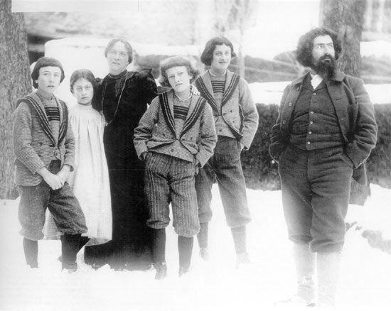 "Segantini's family - Showing Giovanni with his wife, Luigia Pierina Bugatti (1862–1938), known as ""Bice"", their three sons and their daughter, Gottardo (1882–1974 ), Alberto (1883–1904), Mario (1885–1916) and Bianca (1886–1980)."