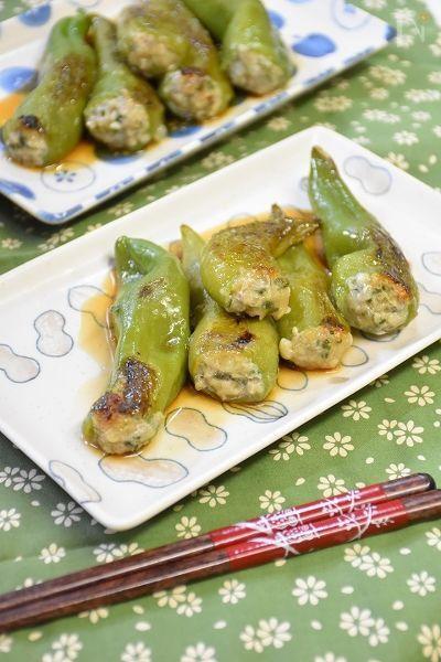 万願寺唐辛子の中に餃子のたねを詰めて焼きました。ポン酢であっさりいただきます。ピーマンの肉詰めより食べやすいかも!