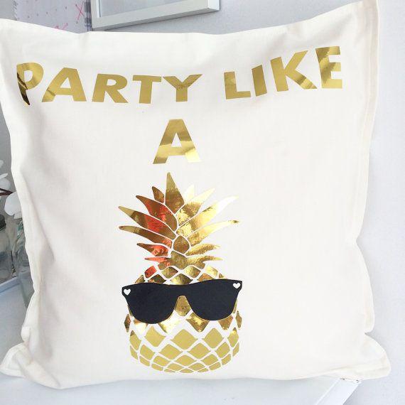 Fiesta como una cubierta de almohada piña por FancyItPretty en Etsy