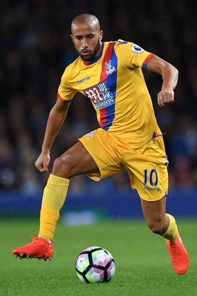 Crystal Palace's English midfielder Andros Townsend controls the ball during the English Premier League football match between Everton and Crystal Palace at Goodison Park in Liverpool, north west England on September 30, 2016. / AFP / PAUL ELLIS / RESTRICTED TO EDITORIAL USE. No use with unauthorized audio, video, data, fixture lists, club/league logos or 'live' services. Online in-match use limited to 75 images, no video emulation. No use in betting, games or single club/league/player…