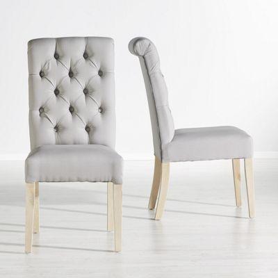 Dieser Artikel ist NUR ONLINE erhältlich!<div>Stilvolle Eleganz bringt dieser attraktive <b>Stuhll</b> in Ihr Zuhause. Eine Rückenlehne in klassischer Chesterfield-Optik kombiniert mit moderner Schlichtheit lassen den ca. <b>45,5 x 99 x 64 cm (B x H x T)</b> großen Stuhl zu einem Sitzplatz mit Charakter werden. Der Stoffbezug aus <b>Baumwolle</b> in <b>Hellgrau</b> ist angenehm weich, dank <b>Schaumstoffpolsterung</b> sitzen Sie stets bequem. Eckige Füße aus <b>Birkenholz</b> fügen sich…