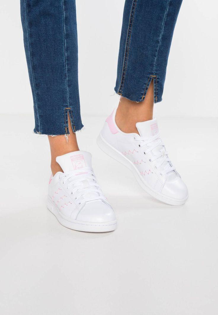 adidas Originals. STAN SMITH - Sneaker low - footwear white/wonder pink. Sohle:Kunststoff. Decksohle:Textil. Innenmaterial:Lederimitat/Textil. Details:Ziernähte. Obermaterial:Leder und Lederimitat. Verschluss:Schnürung. Fütterungsdicke:kalt gefüttert. Schuhspitze:rund. ...