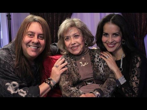 I am so excited for VO Buzz Weekly on 8/25/13 as Chuck Duran and Stacey J. talk with special guest, the one and only, beautiful and talented, Emmy Award Winning -  June Foray!  Get your buzz on!