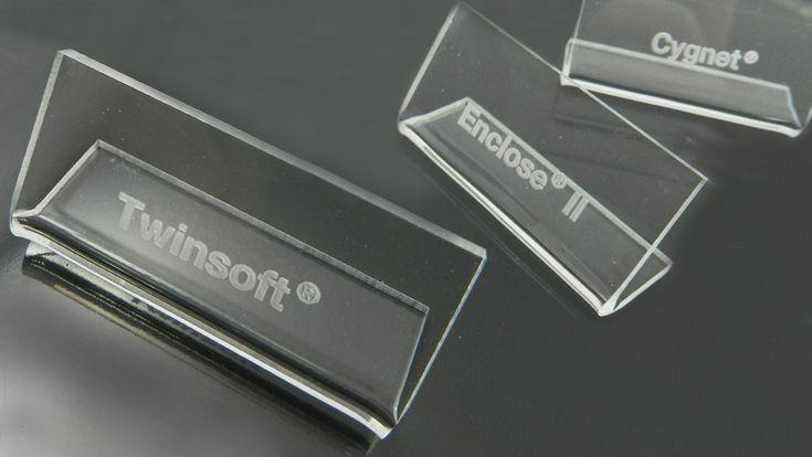 chevalets plexiglas gravé pour vitrine