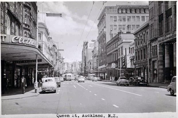 Queen Street, Auckland, NZ. Visit http://oldstratforduponavon.com/newzealandhome.html to see our collection of old postcards of New Zealand.