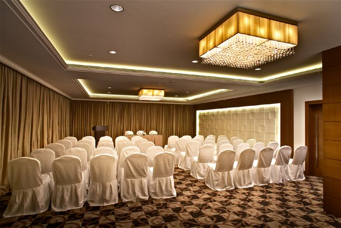 Adarsh Hamilton is one of the best hotels in Bangalore for business purposes. It is considered to be a finest hotel in Bangalore to conduct business conference, entertain acquaintances, or just relax and rejuvenate.