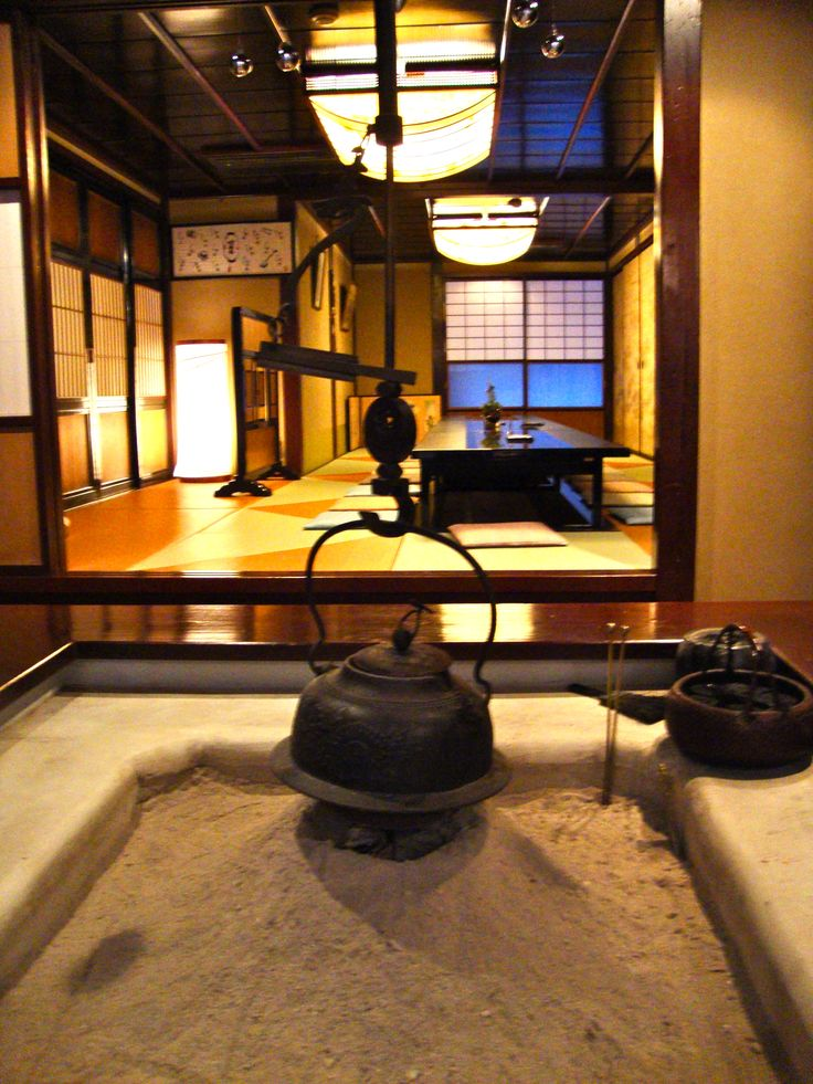 Traditional Japanese hearth. I can just imagine settling down in here to a warm bowl of tea.