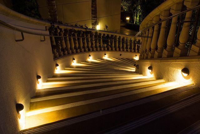 464 Prospect- La Jolla Homeowners Association Featuring CASCADE LSM1 step lights. Photo by Stacy Cabrera La Jolla, CA Landscape Architect: Marty Schmidt of Environs