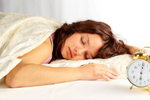 How to Burn Calories While You Sleep Too Much, Losing weight not only can be done when you diet and exercise. Burning calories it can also be done while sleeping. While asleep, your body will continue to burn excess calories and fat, if this was a regular ritual.