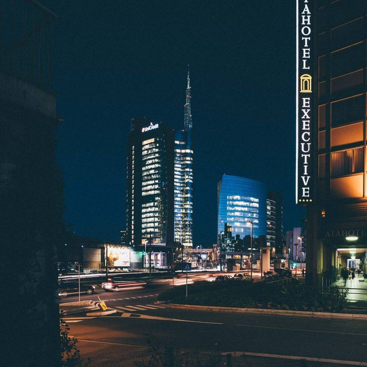 """Mi piace"": 385, commenti: 31 - Eugenio Marongiu photographer (@eugeniomarongiu) su Instagram: ""Milan by night on January 2016 . #watchthisinstagood#thecreatorsclass #hsdailyfeature…"""