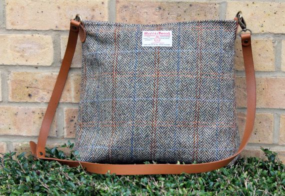 Medium sized cross body bag made from genuine Harris Tweed cloth. It has the perfect size to take it with you every day. I have handmade it from