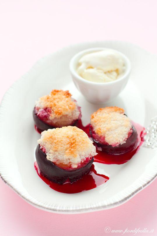 Prugne al forno con crumble al cocco e gelato alla vaniglia     #recipe #juliesoissons