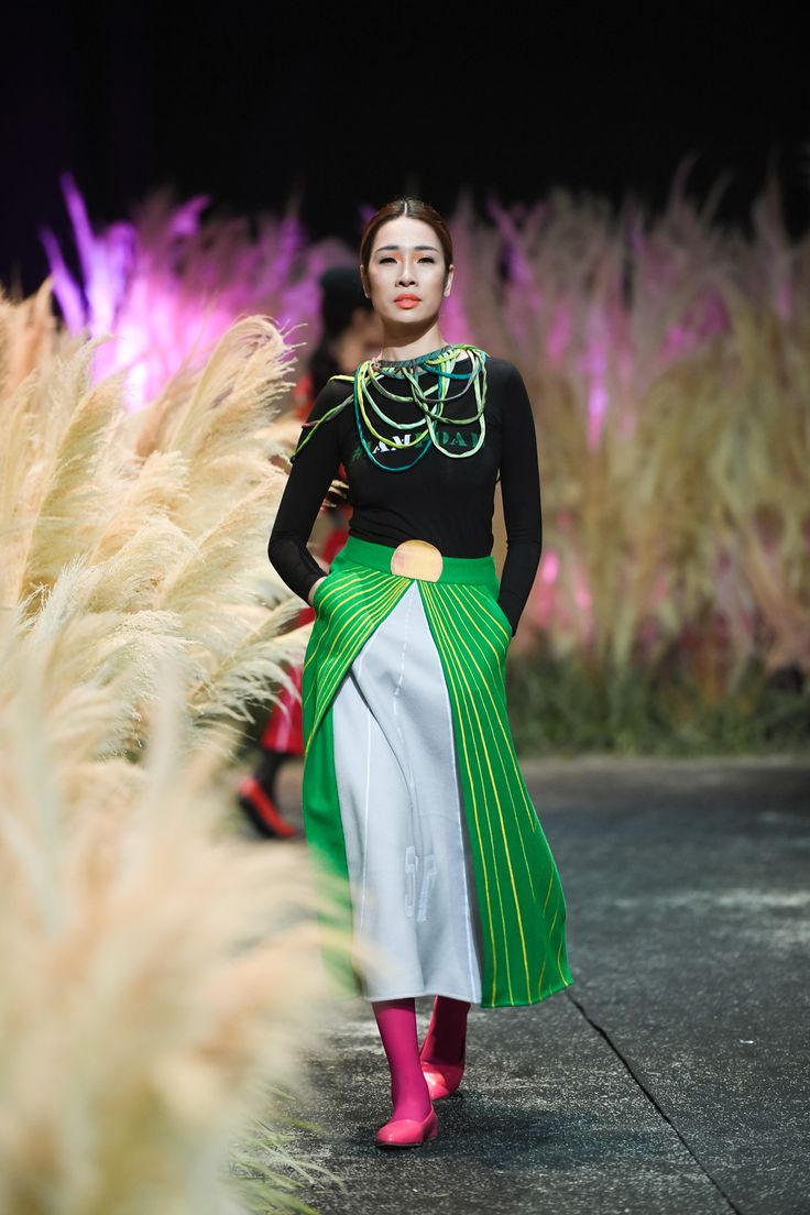Vietnam Fashion Week FW17 - Ready To Wear.        Designer: Chula   Photo: Le Chi Linh