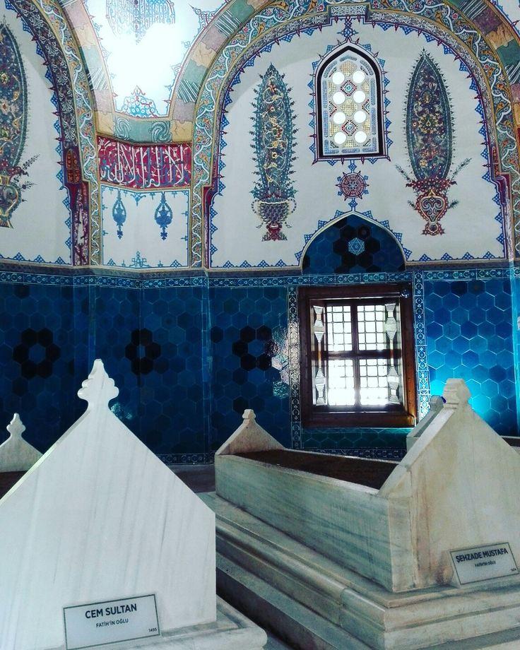 Fatih in oğlu Cem Sultan Fatih in oğlu Şehzade Mustafa Bursa Muradiye Külliyesi