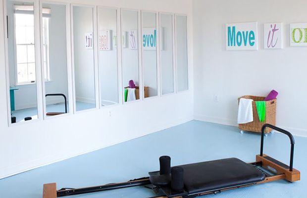 die besten 25 heimtrainingszimmer ideen auf pinterest fitnessraum zu hause keller turnhalle. Black Bedroom Furniture Sets. Home Design Ideas
