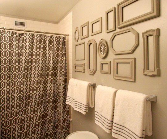 creative use of framesDecor Ideas, Bathroom Colors, Sabrina Soto, Empty Frames, Bathroom Wall, Penthouses Pop, Bathroom Ideas, Frames Collage, Pictures Frames