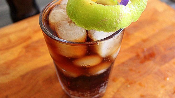 Long Island iced tea: ricetta cocktail: la ricetta del tè più alcolico che c'è! http://winedharma.com/it/dharmag/luglio-2014/long-island-iced-tea-ricetta-cocktail