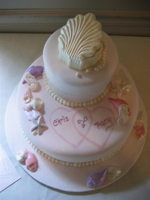 Perfect for a beach themed bridal shower (or wedding!)  The white chocolate clam shell spilled sugar pearls.