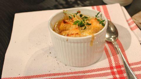 Fransk gratinerad löksoppa.