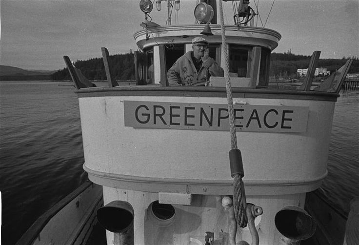 Il Capitano John Cormack sul ponte del  Phyllis Cormack.