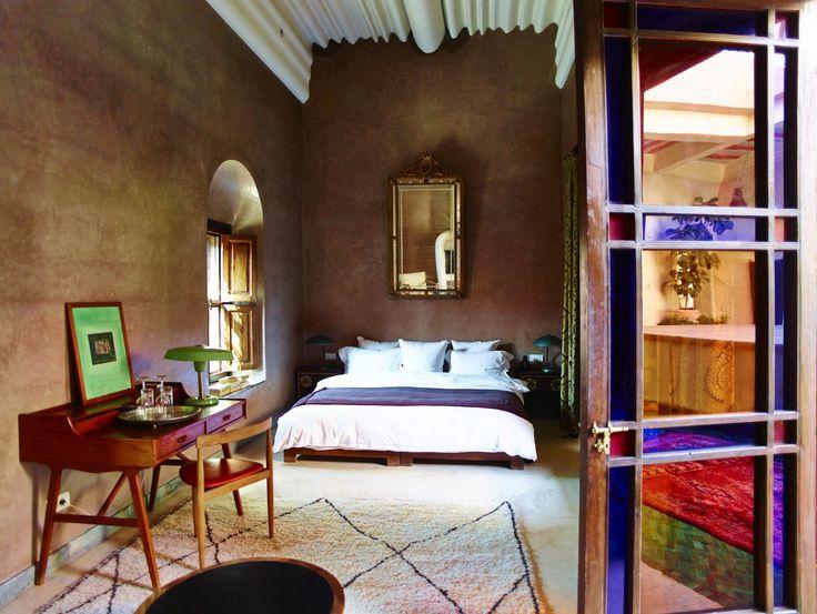 De souks, de hammams, de eeuwenoude medina, op slechts 3,5 uur vliegen wacht een totaal andere wereld: Marrakech. Overnachten doe je het liefst in een riad, een traditioneel huis, waarbij alle kamers uitkomen op een binnenplaats. 5 tips (plus bonustip!)