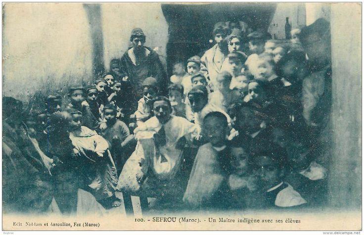 SEFROU      UN MAITRE INDIGENE ET SES ELEVES - Maroc