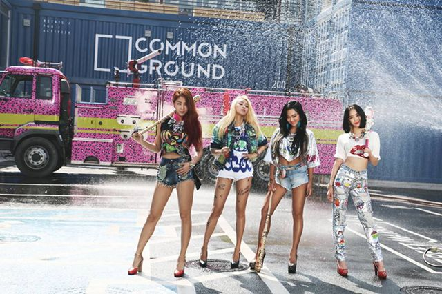 "South Korea's band Sistar, song ""shake it"" It is colorful popular song"