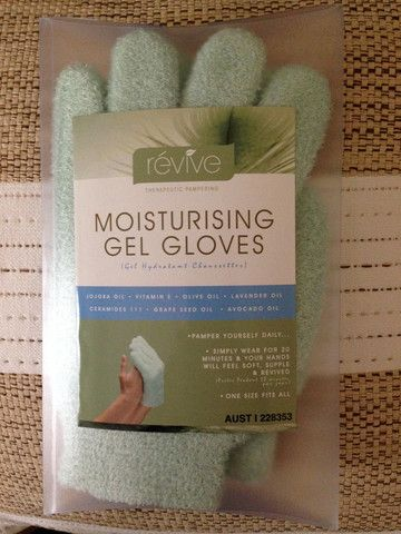 Our Moisturising Gel Gloves help repair your dry skin by penetrating deep into the layers of your skin with the added benefits of essential oils.