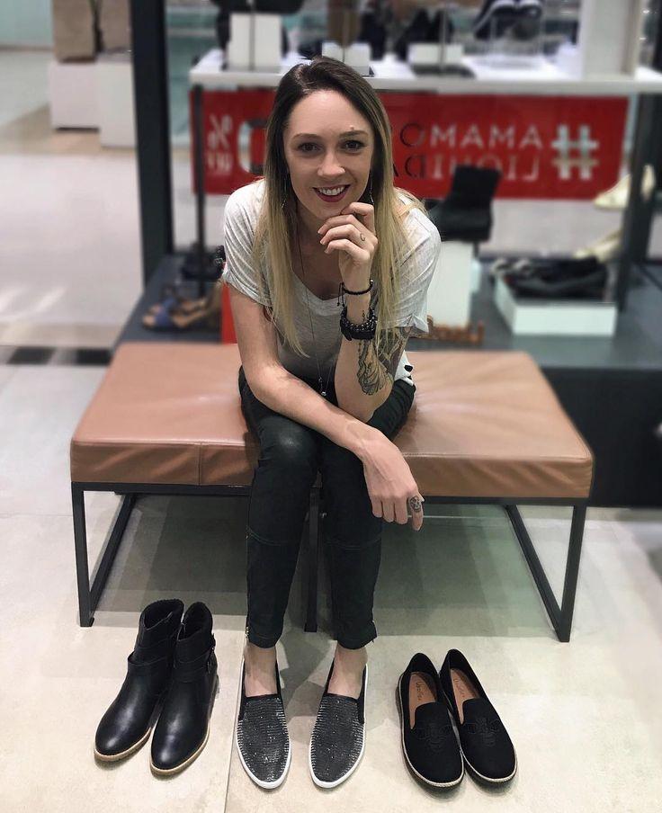 Hoje foi dia de invadir a loja da @usaflexcalcados e mostrar como mudar a cara do look trocando apenas o sapato. Corre no stories para acompanhar as opções que mostramos! #usaflex #usaflexcalcados