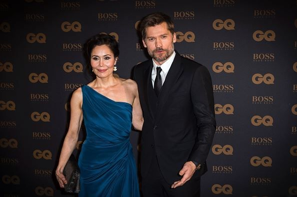 Danish actor Nikolaj Coster-Waldau (R) and his wife Nukaaka Coster-Waldau arrive to the 2015 GQ Men of the Year ceremony at the Shangri-La hotel in Paris on January 25, 2016. / AFP / LIONEL BONAVENTURE (Photo credit should read LIONEL BONAVENTURE/AFP/Getty Images) — presso Paris, France.