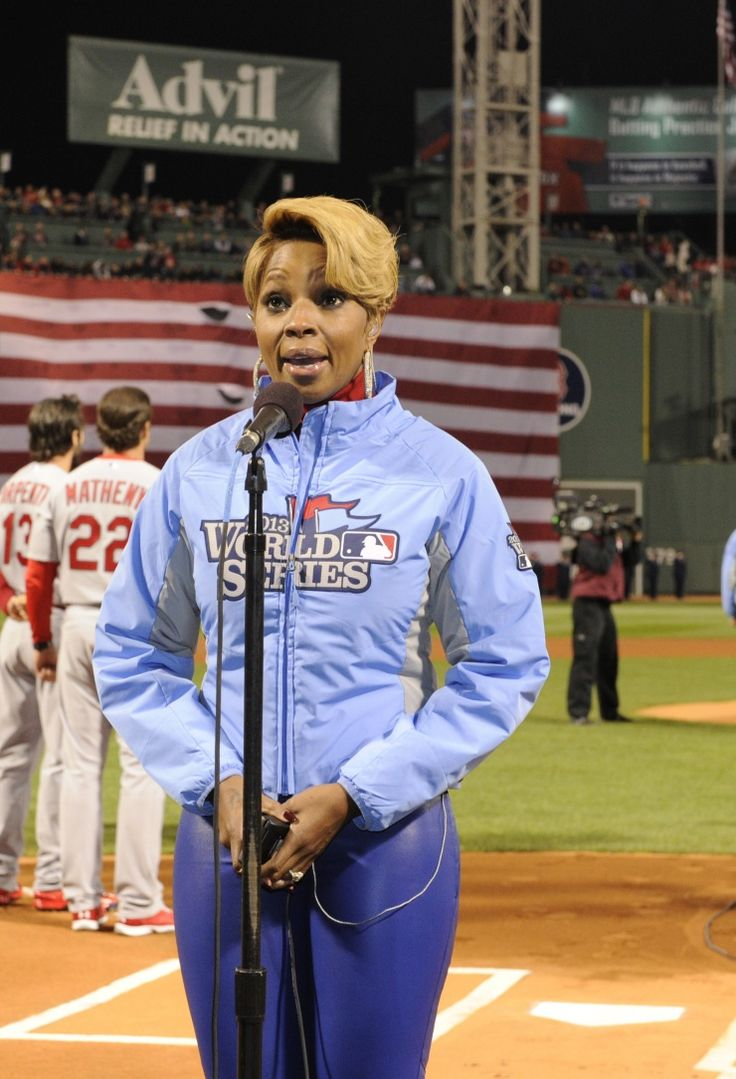 "Mary J. Blige focuses on delivering a soaring performance of ""The Star-Spangled Banner"" prior to game one of the World Series between the St. Louis Cardinals and Boston Red Sox on Oct. 23 in BostonRed Sox Her, Music News, Boston Red Sox"