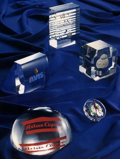 adSymbol Exclusive Gifts & Awards - Dim. Dimitriou Εγκλωβισμός αντικειμένων σε πλεξιγκλας, plexiglass construction. m 6944 317279
