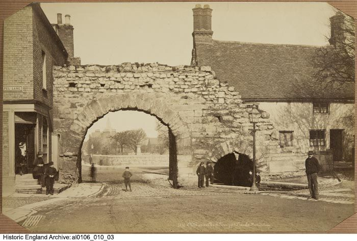 AL0106/010/03 GENERAL VIEW WITH STREET URCHINS Newport Arch, Bailgate, Lincoln, Lincoln, Lincolnshire  Date	1860 - 1890 Photographer: Poulton and Woodman of Reading